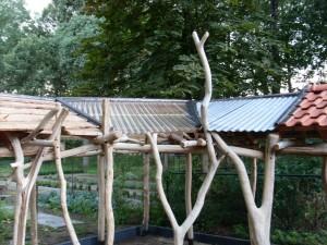 larixhout,zink,dakpannen en kunststofplaat